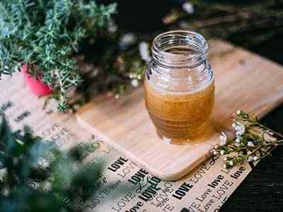 Une Cuillere De Vinaigre De Cidre De Pomme Et De Miel Avant De Dormir